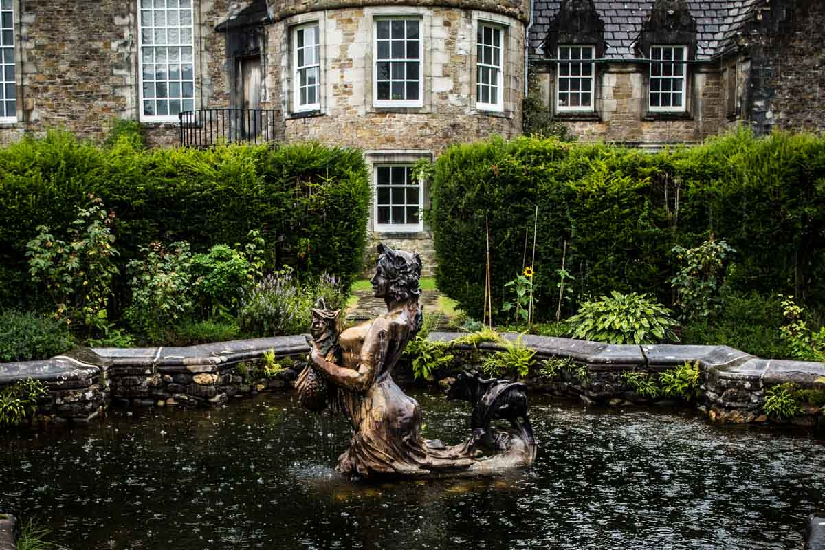 Ardkinglas wedding photographer. Ardkinglas House garden water feature. Glasgow wedding photographer